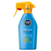 Sun spray protects & tans spf20